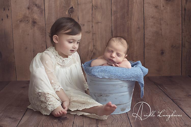 sibling pose