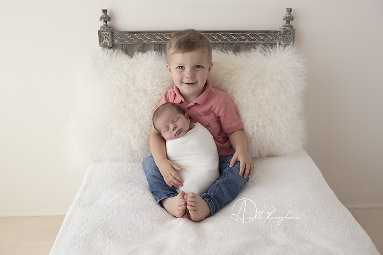 newborn photography sibling poses